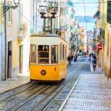 L'Elevador da Bica a Lisbona è uno dei simboli della città, si tratta di una funicolare che collega largo do Calhariz a Rua de São Paulo.
