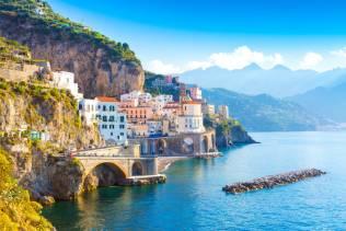 Napoli e dintorni: Costiera Amalfitana e Reggia di Caserta.