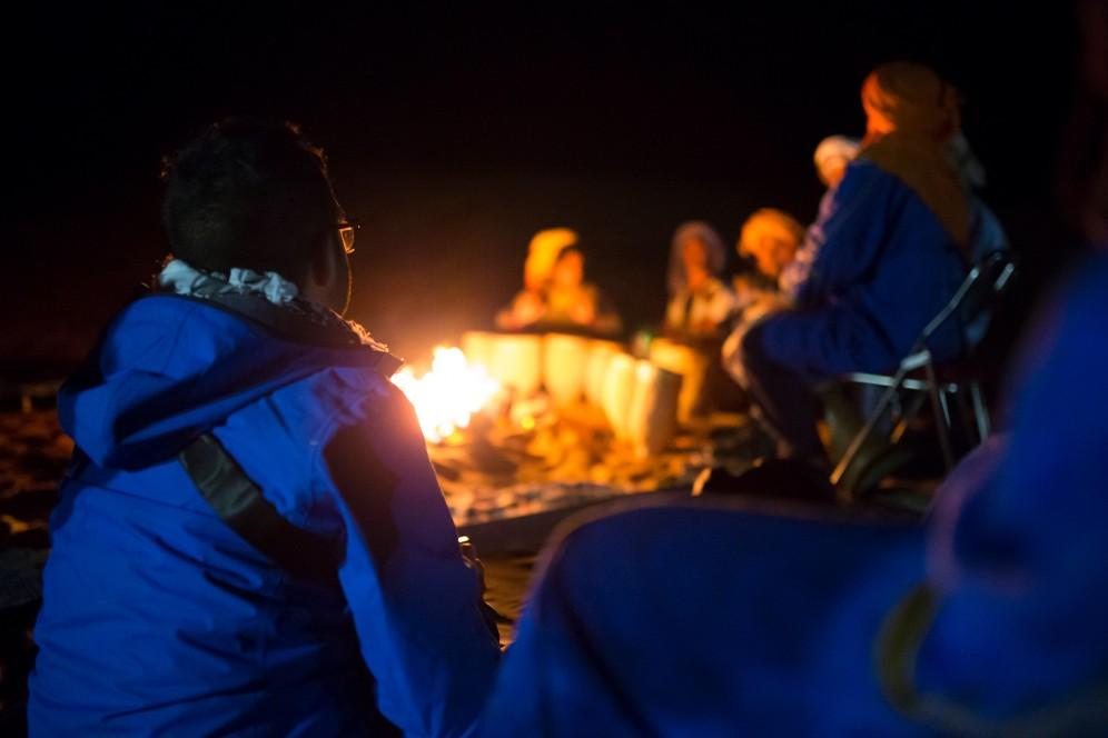 Notte nel campo tendato nel deserto